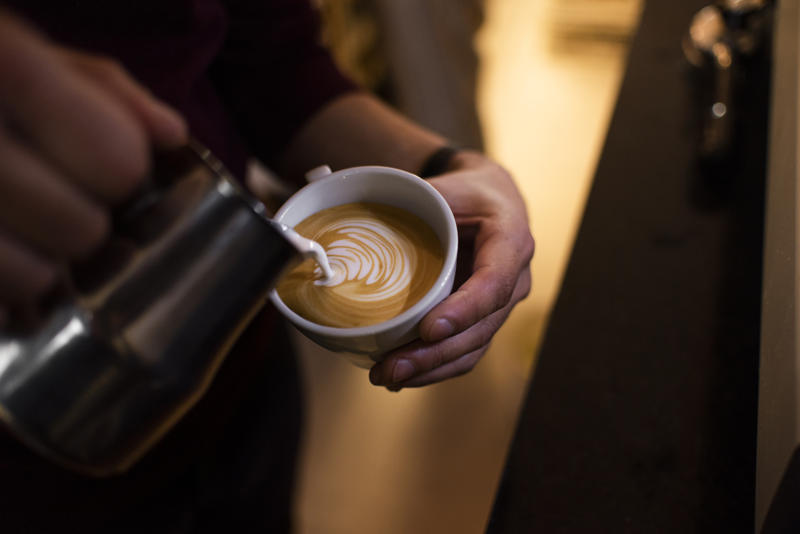 Dobry ekspres do kawy ze spieniaczem mleka